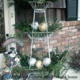 Beautiful Christmas greenery on Dawn's porch
