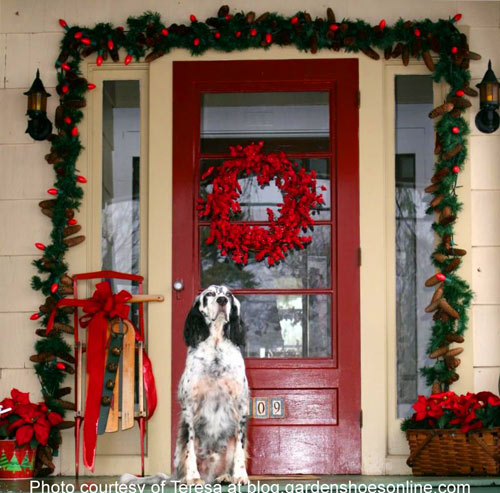 Outdoor christmas decorating ideas for an amazing porch for Front yard christmas decorating ideas
