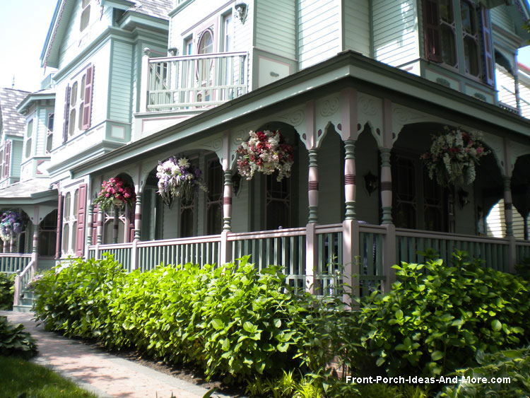 Turned wood columns are beautiful on thie Victorian home. Beautiful decorative turned wood porch posts