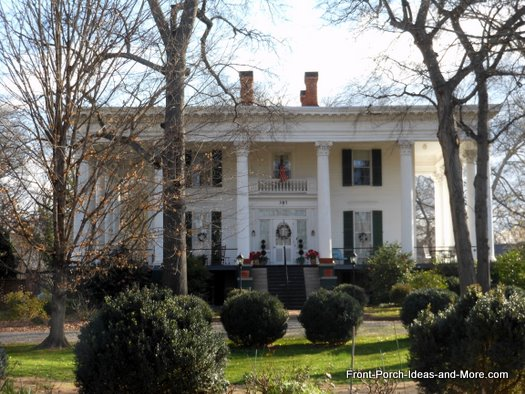 Corinthian porch columns in GA