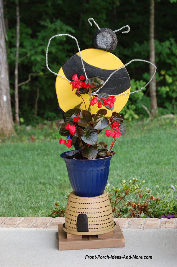 bumble bee porch decoration