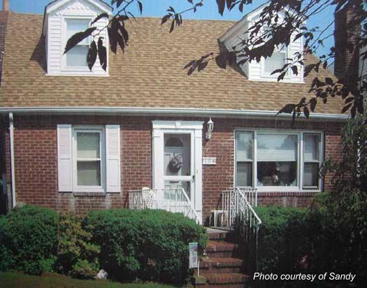 Sandy's Cape Cod house without a porch