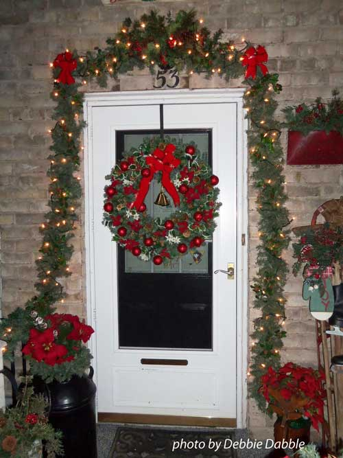 Choose a christmas door decoration for holiday pizzazz for Door garland christmas