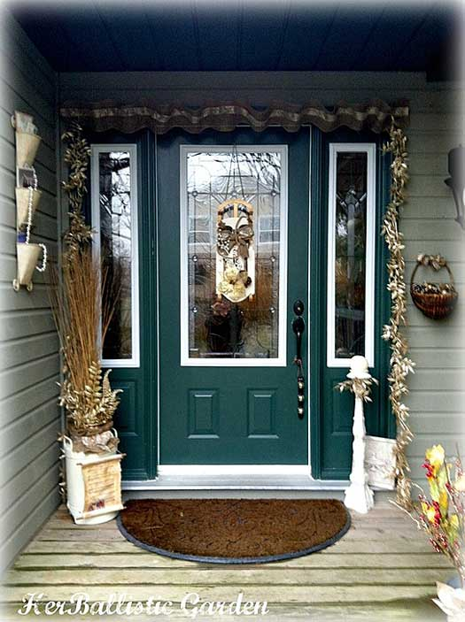 A christmas door decoration for holiday spirit for Front door ideas photos