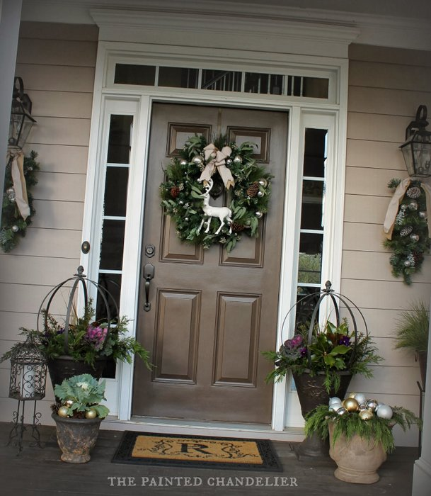 Elegant And Neutral Christmas Foyer: Christmas Porch Ideas