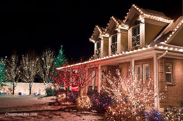 House decorated with Christmas lights by Christmas Lites.com