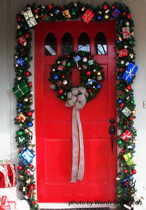 Christmas gift evergreen garland as a door decoration & Choose a Christmas Door Decoration for Holiday Pizzazz