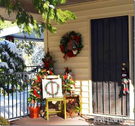 Beautiful yet simple christmas decorating for Easy front porch christmas decorations