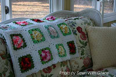 Easy decorating ideas - afghan with roses
