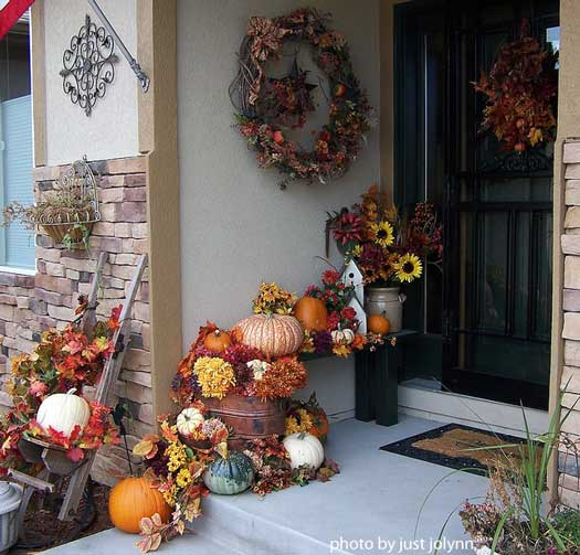 Outdoor fall decorating ideas for your front porch and beyond for Pictures of fall decorations for outdoors