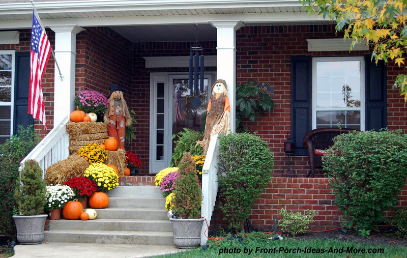 10 curb appealing autumn decorating ideas for your porch Beautiful fall front porches