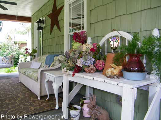 Decorating with flowers front porch decorating porch for Tiny front porch decorating ideas