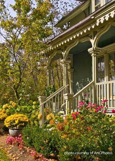 informal home landscaping photo