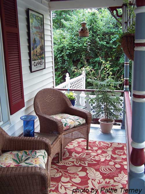 Beautiful Rug Decor On Front Porch