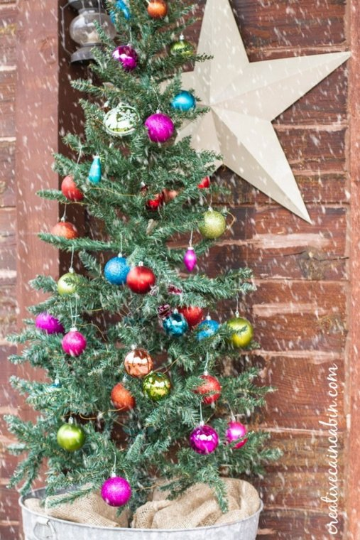 Christmas porch decorating - Creative Cain Cabin - simple colorful Christmas tree