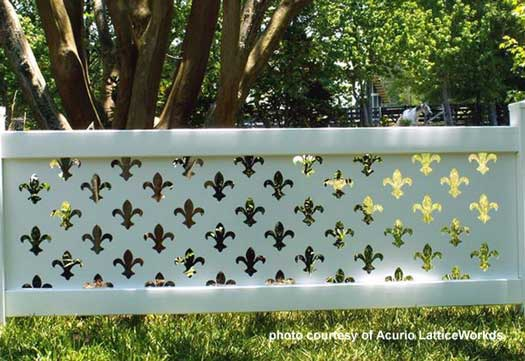 beautiful design on vinyl lattic fence