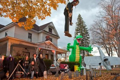 Lohr Manor - Halloween Decorations