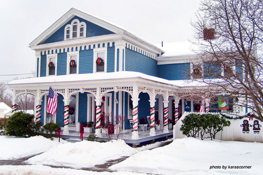 Victorian farmhouse decorated for christmas