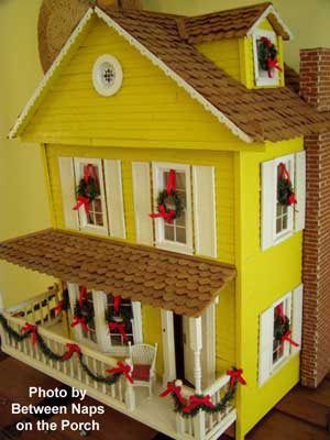 Another view of Susan's Christmas decorations on her dollhouse