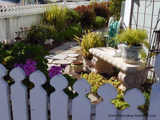 spade shape picket fence