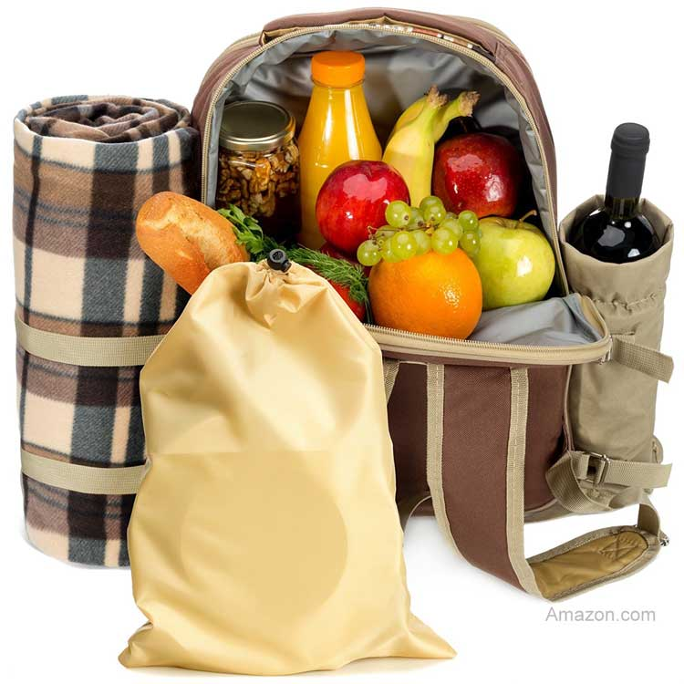 Picnic basket with fleece blanket