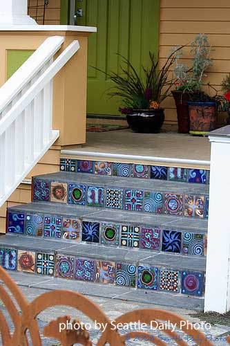 Stairway landing for front door access for Front door steps ideas