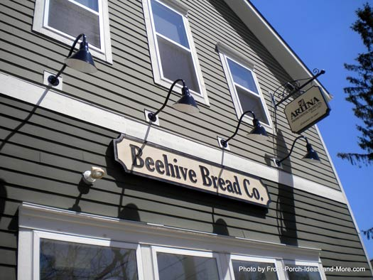 Scene of Powell Ohio with the Beehive Bakery