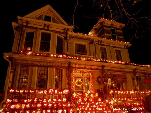 massive pumpkin display on home