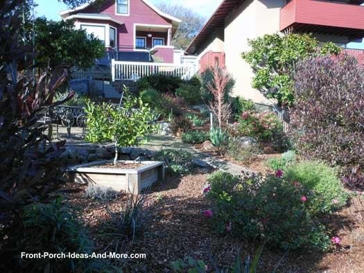 Garden-type landscaping and walkway