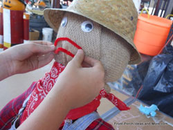 pipe cleaner scarecrow mouth