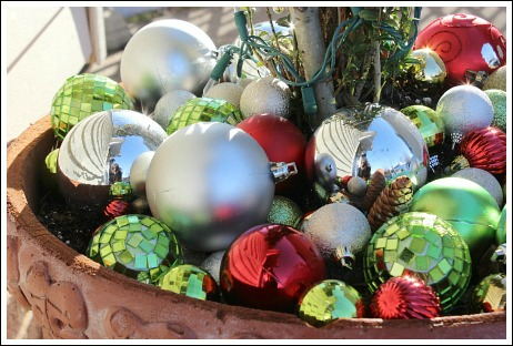 Super easy decoration - shatterproof ornaments in a pot