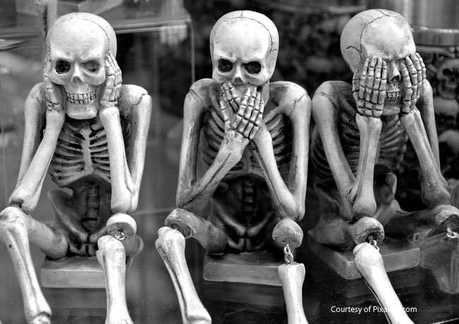 hear no evil halloween skeletons