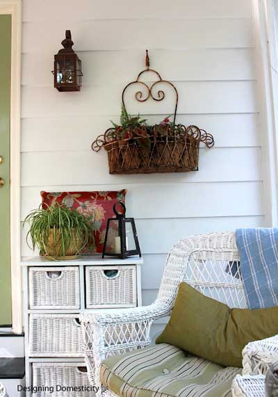 simple yet effective decorative porch amenities