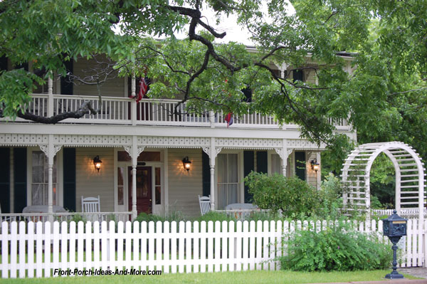 large front porch in Fredericksburg TX