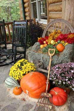Traditional Thanksgiving Front Porch Decorations