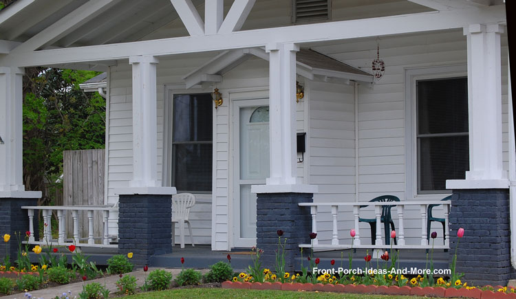 square designed porch columns
