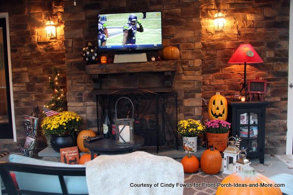 Cindy's back porch even has a tv!