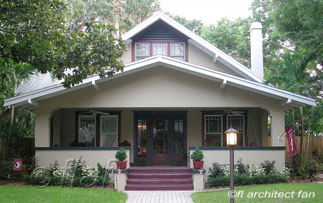 bungalow with complementary color pattern