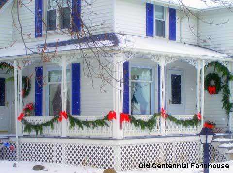 Outdoor Christmas decorations at Joni's farmhouse