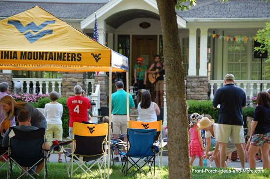 crowds gathering to here muscicians at porchfest