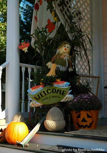decorating ideas for fall with pumpkins and cornstalks
