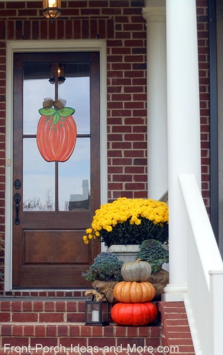 collage of Thanksgiving day porch decorating ideas