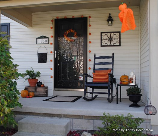 orange and black make for exquisite halloween outdoor decorating ideas