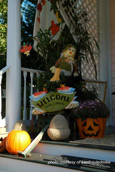 delightful autumn decorating idea for front porch