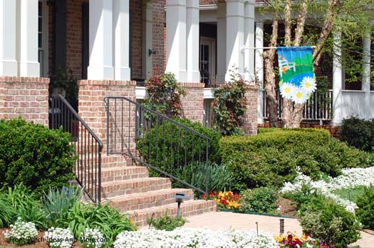 informal home landscaping picture