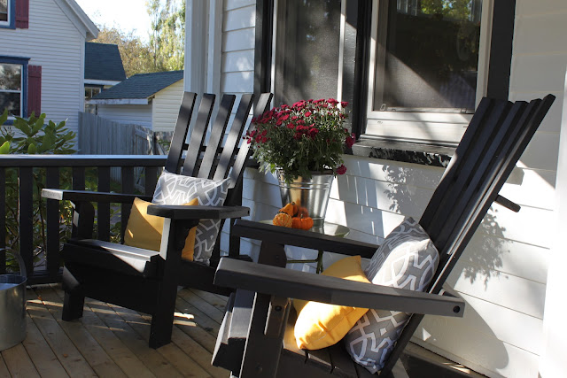 Jane's fall porch scene - so pretty!