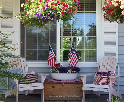 4th of July decorations on front porch
