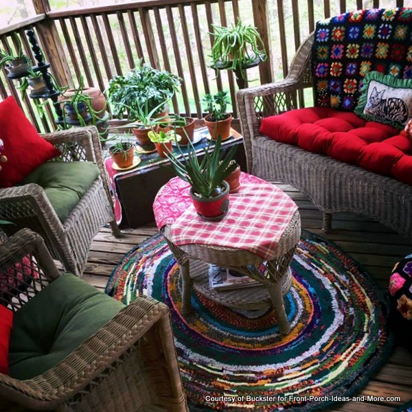 Dawn's updated her porch for springtime