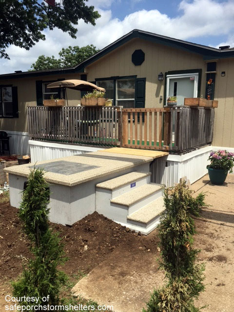 Mobile home with attractive SafePorch adjacent to back deck