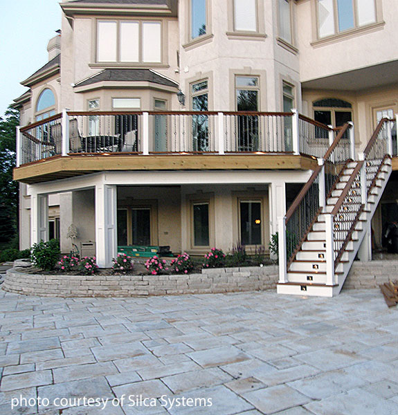 home with patio and upper deck using silca® system grates